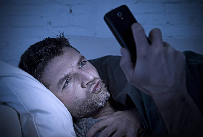 синий свет смартфон