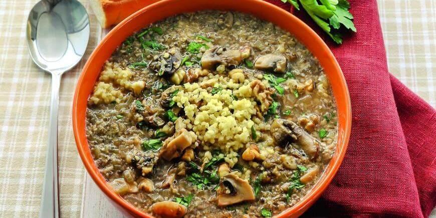 Грибной суп с пшеном и грецкими орехами