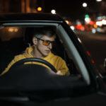 желтые очки водитель