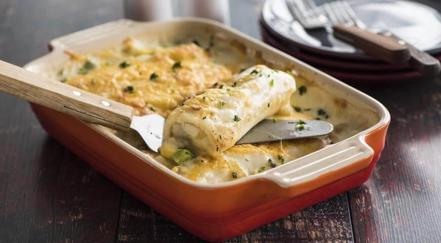Рецепт рыбных трубочек в сметанном соусе