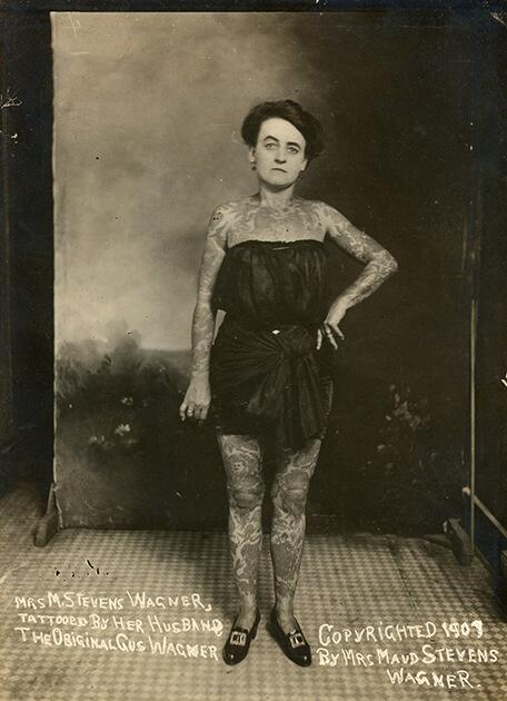 Мод Вагнер с татуировками, сделанными ее мужем, 1918 год