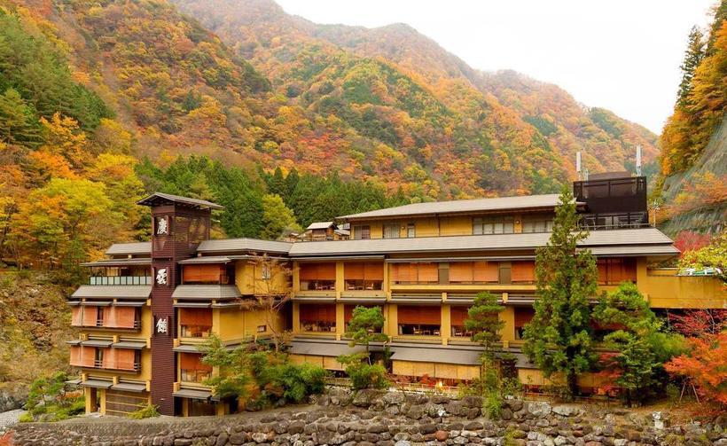 Отель Нисияма Онсэн Кэйункан (Nishiyama Onsen Keiunkan)