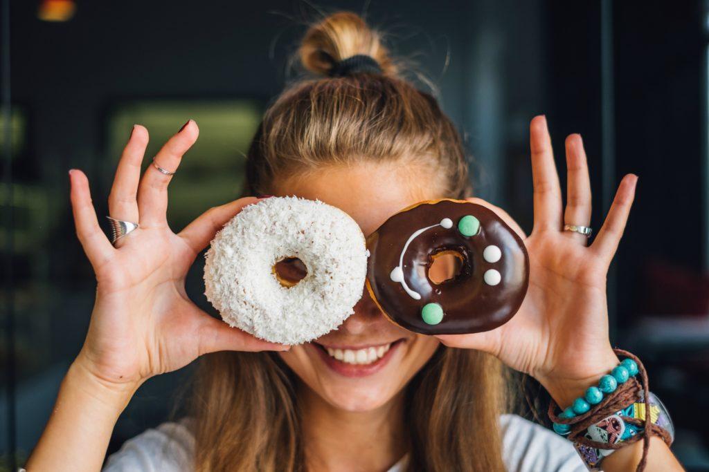 девушка пончик