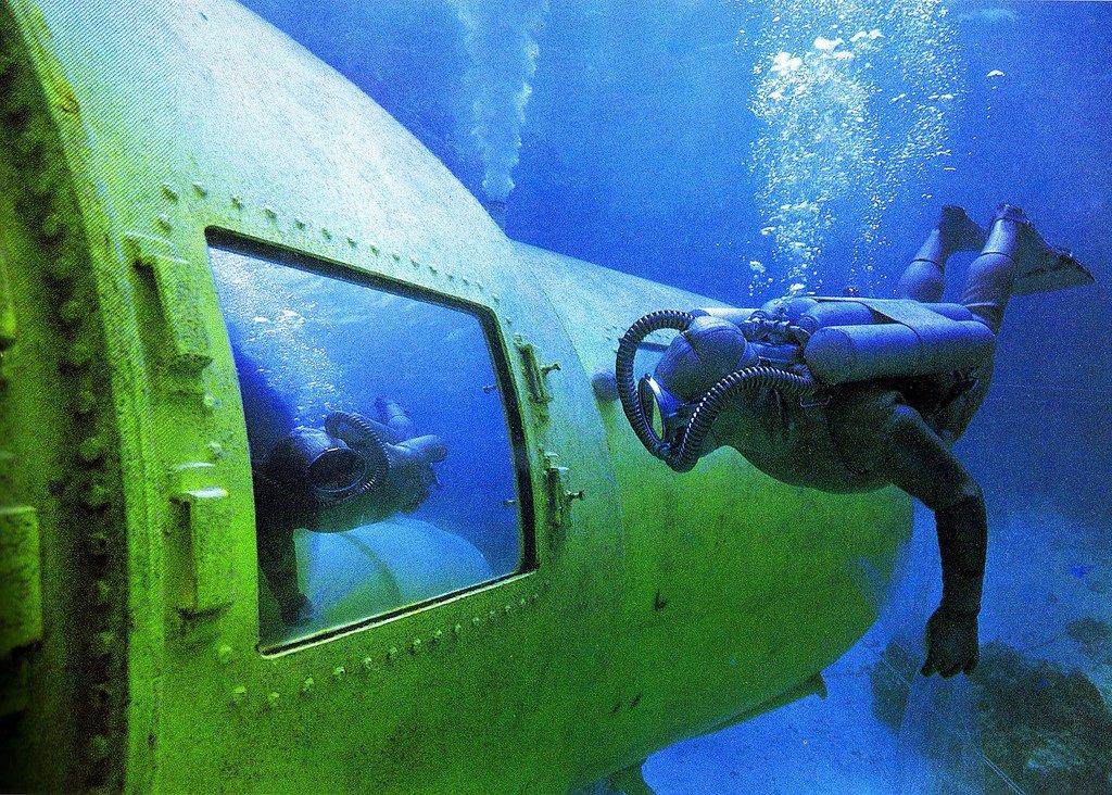 подводная база