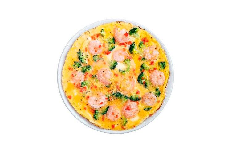 Рецепт омлета с креветками, брокколи и чили