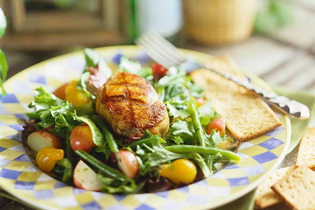 Салат с грудкой индейки
