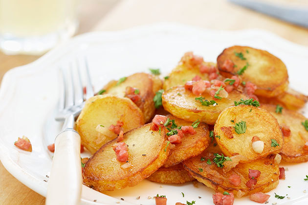 Бекон с хумусом и картофелем