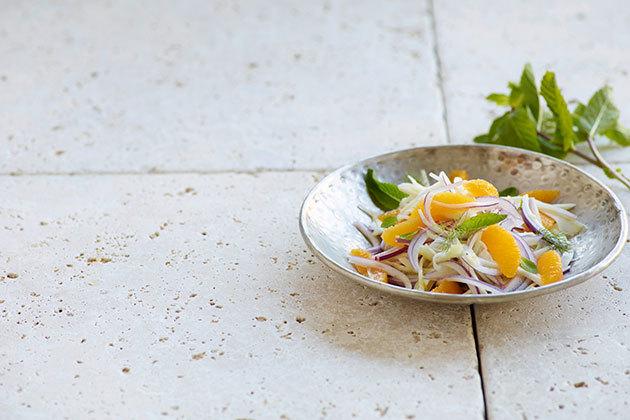 Салат из фенхеля с соусом из трав