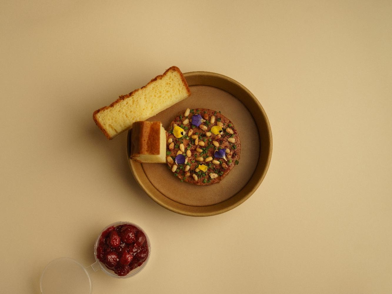 Куриный паштет, кедровый орех и вишневый джем