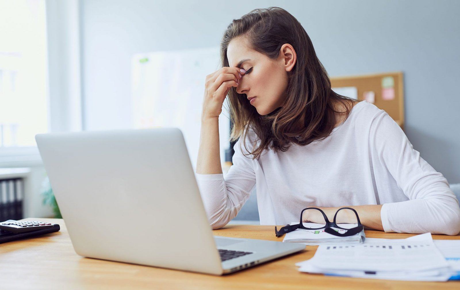 стресс девушка ноутбук