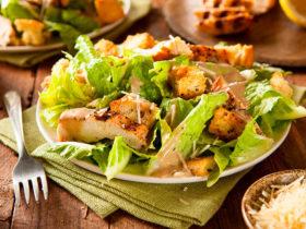 горячий салат цезарь