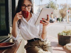 девушка кофе