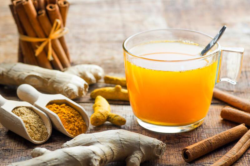 Напиток из куркумы, имбиря и лемонграсса