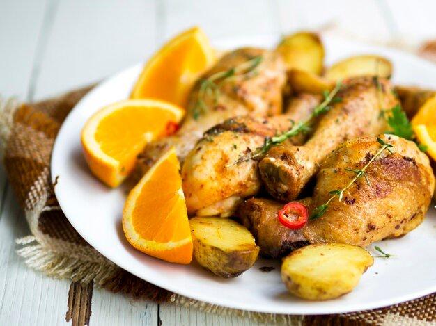 Куриные голени в медово-горчичном соусе с картофельными дольками