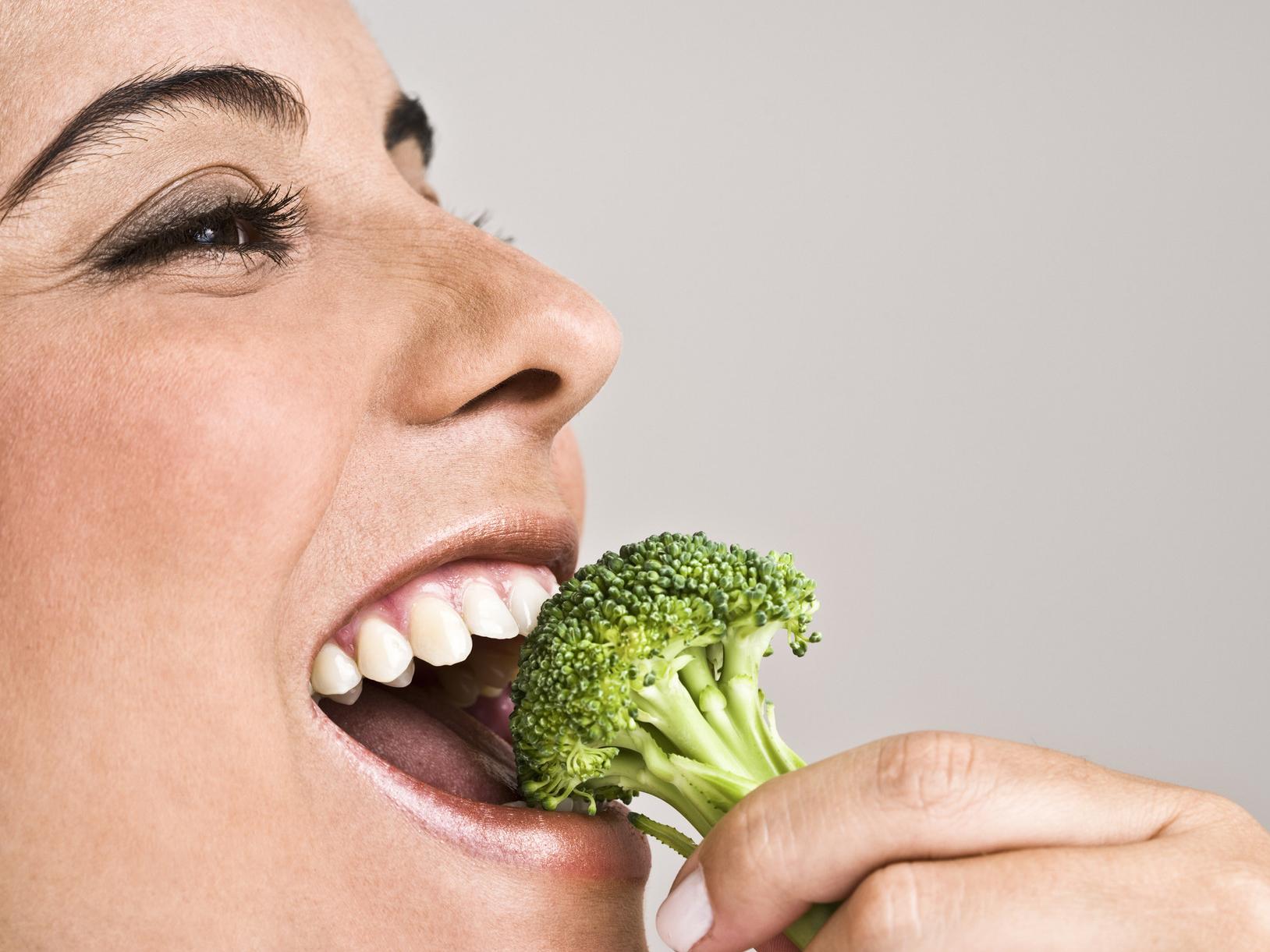 девушка овощи