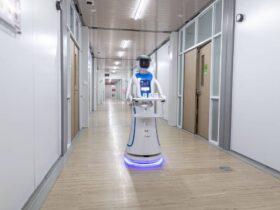 робот врач медик