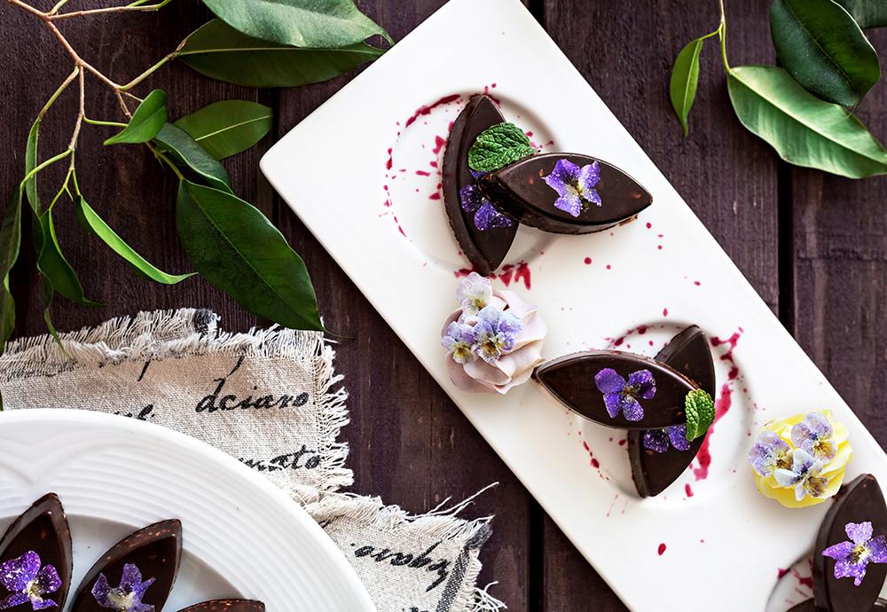 Шоколадные конфеты с фиалками