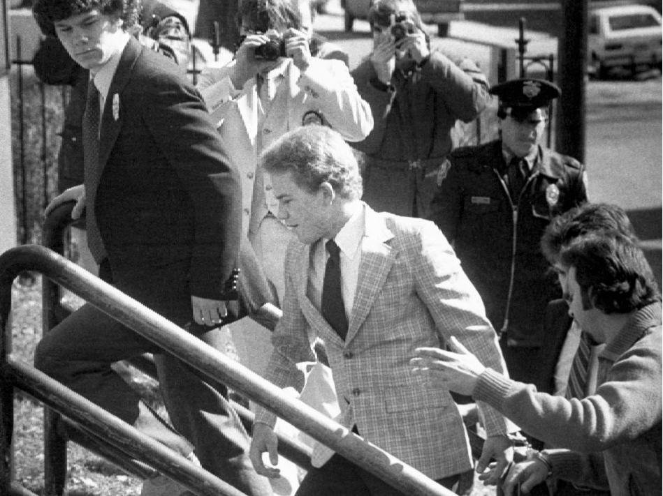 Арне Шайенн Джонсон входит в здание суда, 19 марта 1981 года