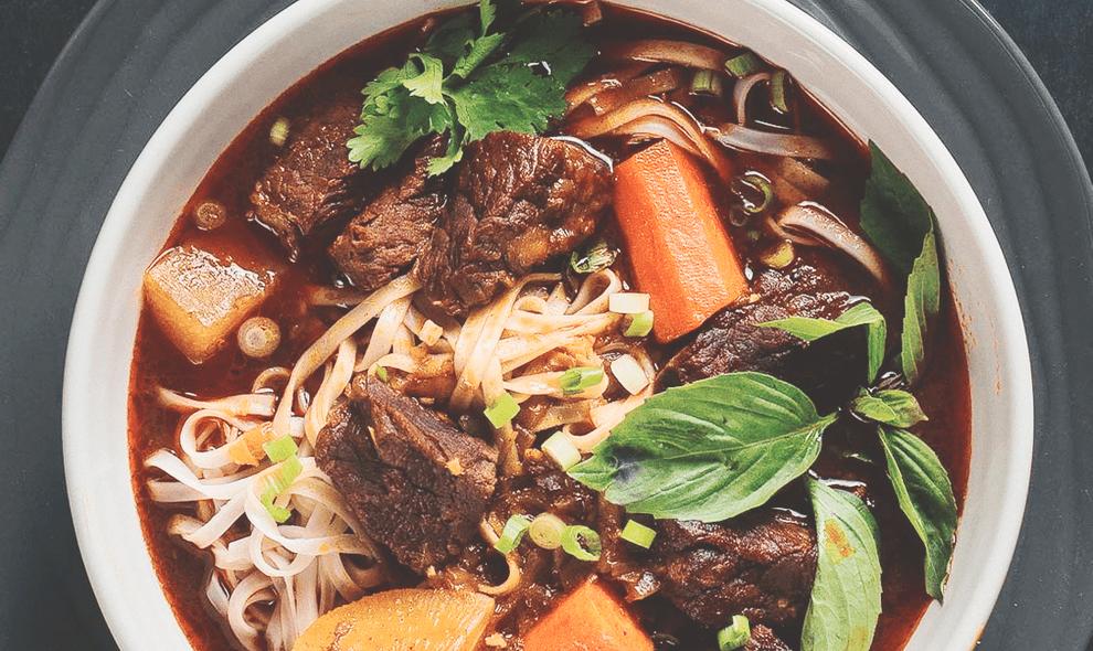 Суп из говядины с лапшой и овощами