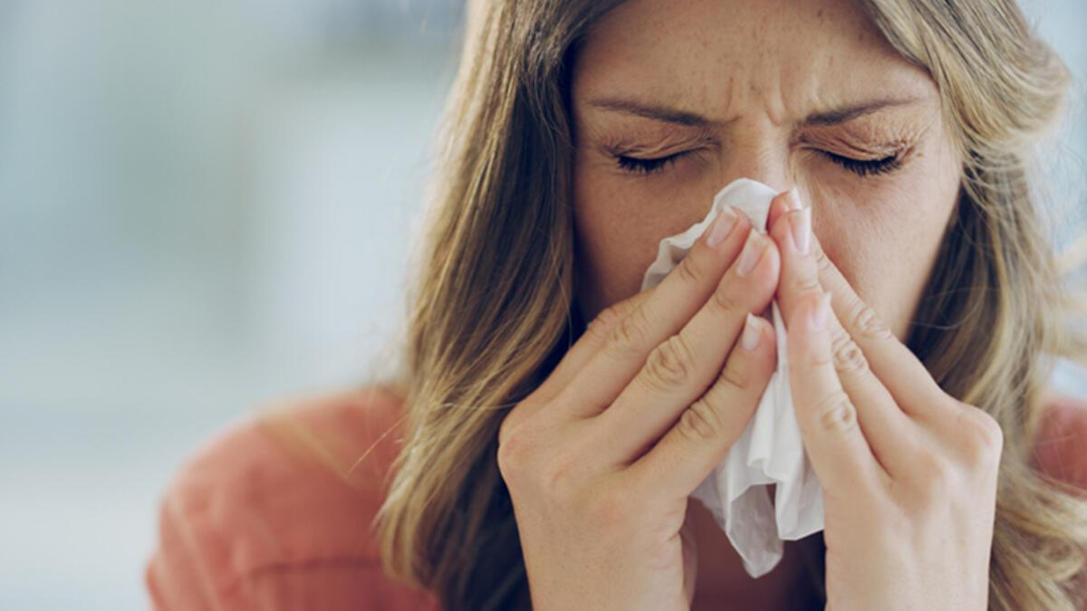 чихает простуда