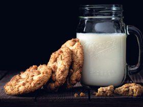молоко печенье
