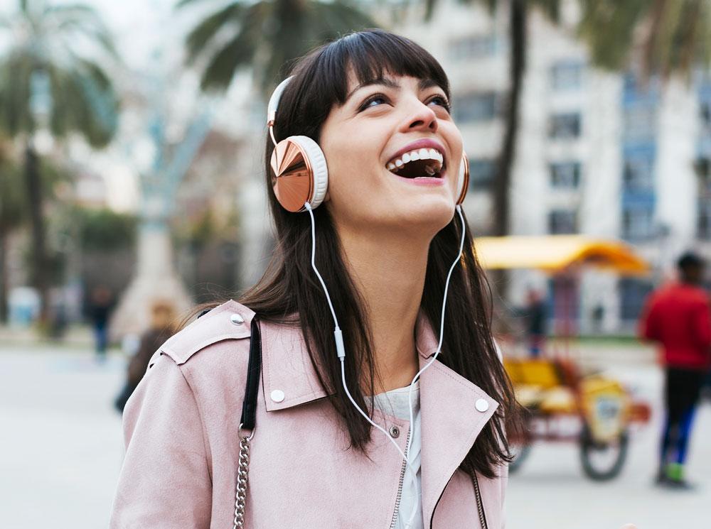 девушка музыка счастье