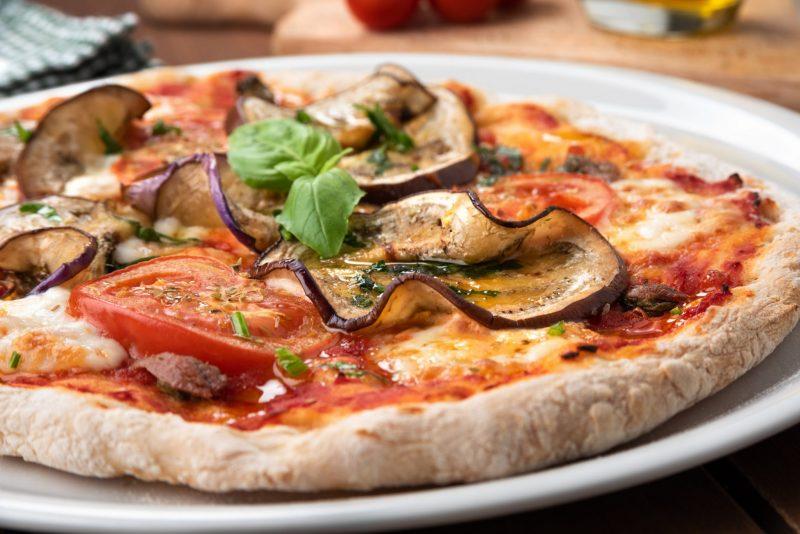 Оригинальная пицца с баклажанами